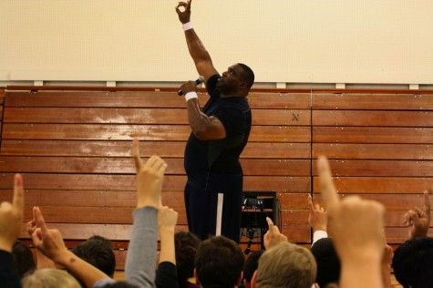 Former NFL player Devin Wyman inspires Carlmont students