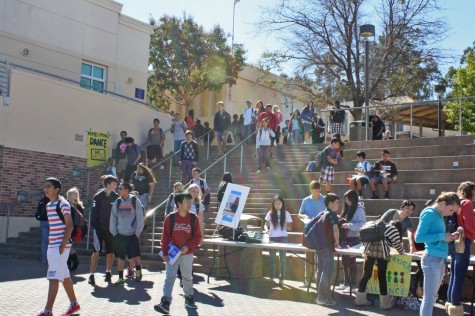 Carlmont Clubs Fair draws hundreds of students