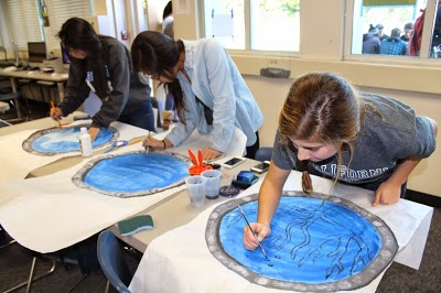 Students prepare for Carlmonts In the Deep Blue Winter Formal