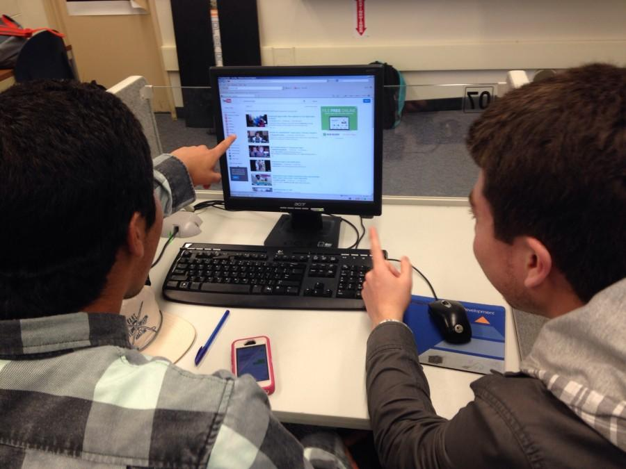 A student shows one of his classmate the Sharkeisha video