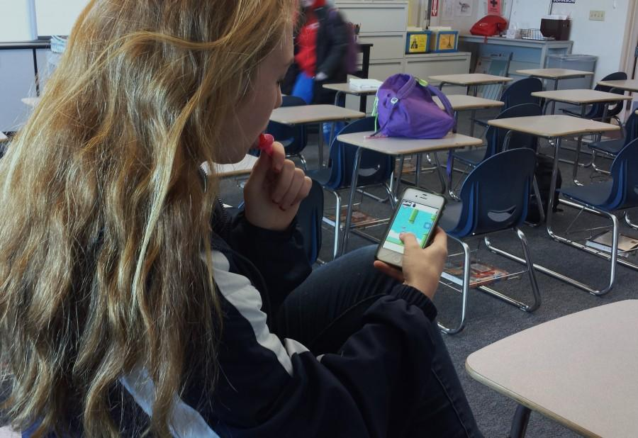 Carlmont students get addicted to the frustrating game of Flappy Bird.