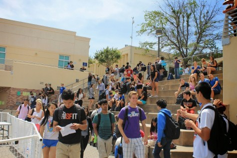 Students file out into the quad before the start of the finale of Carlmont's Got Talent at the beginning of lunch.