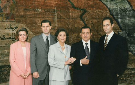 Hosni Mubarak with his family, including sons Alaa and Gamal. Photo from mangaone.