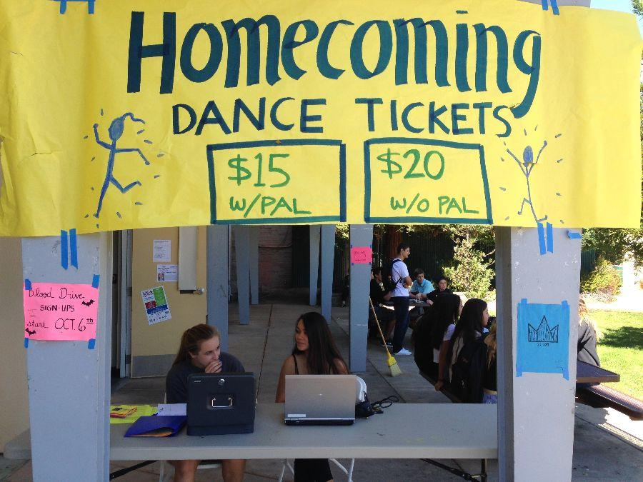 ASB students selling homecoming tickets