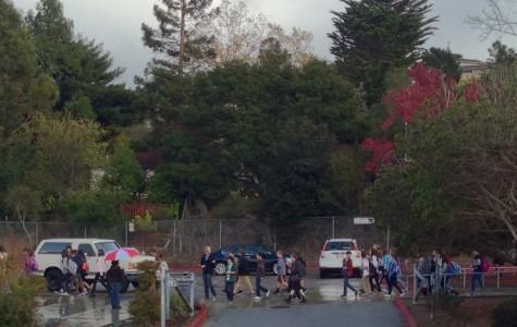 Incoming freshmen walking around Carlmont campus
