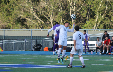Boys varsity soccer falls to Sequoia