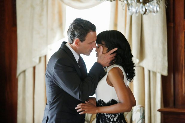 %22Scandal%22+heats+up+as+Olivia+Pope+%28Kerry+Washington%29+and+President+Fitzgerald+Grant+%28Tony+Goldwyn%29+worry+that+the+public+will+discover+their+affair.