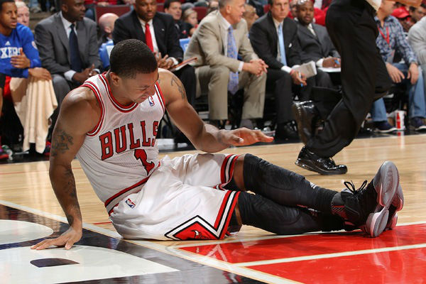Derrick Rose goes down with another season ending injury