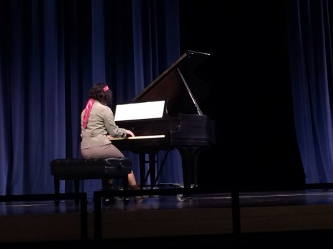 Carlmont showcases musical talent