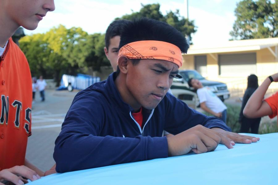 Sophomore Matthew Matias plans out an image for the front of the sophomore float.