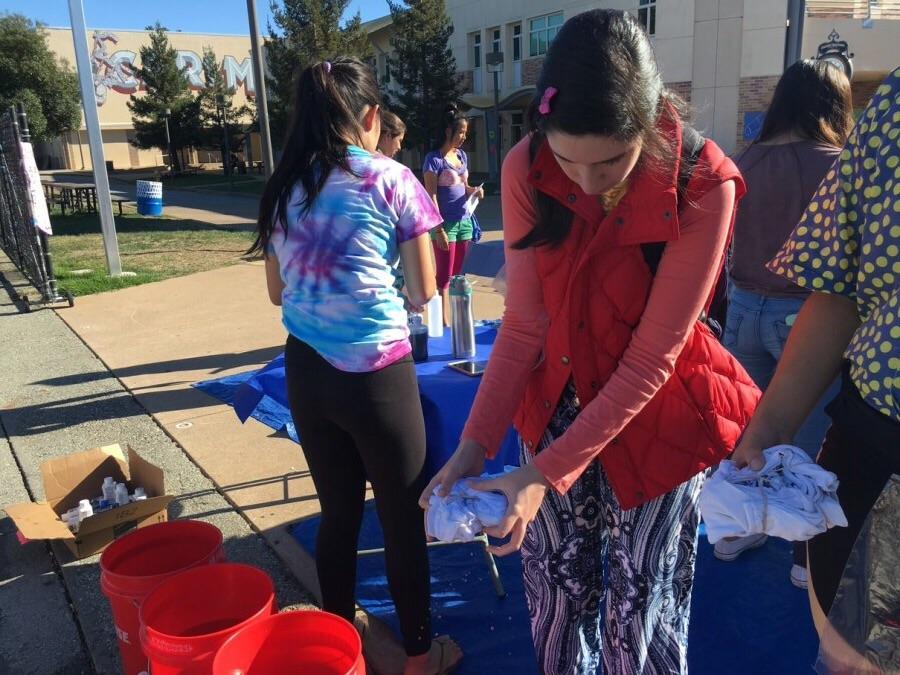 Junior Candela Graciarena works on making her tie-dye shirt.