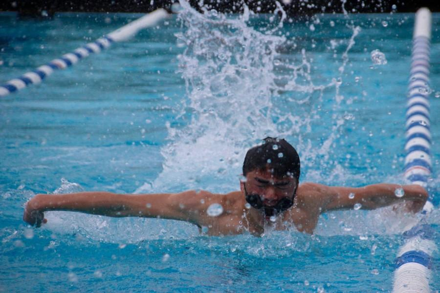 Freshman+Nathaniel+Pon+veers+into+the+lane+line+as+he+struggles+to+swim+with+his+goggles+slipping+off.