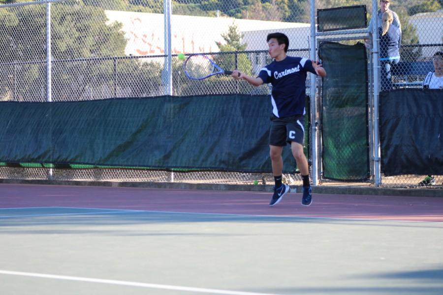 Sophomore+Kevin+Xiang+returns+the+opponent%27s+serve%2C+eventually+winning+the+point.