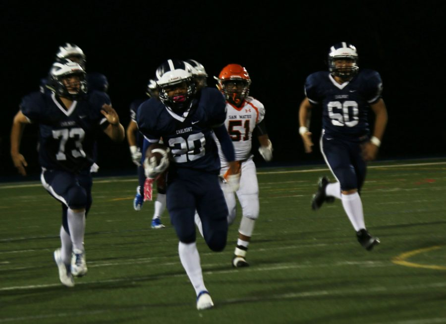 Tailback+Devon+Sagon+breaks+away+from+San+Mateo%27s+defense+as+he+runs+the+ball+into+the+end+zone+for+a+touchdown.