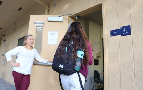 English teacher Kristen Fewins welcomes senior Hana Wong into the new tutoring center during zero period.