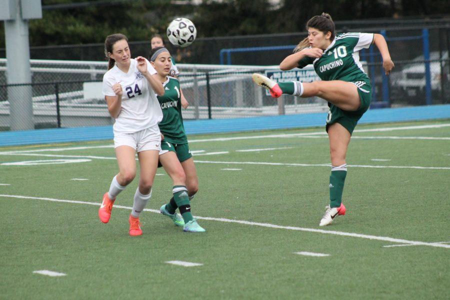Capuchino Fernanda Castro shoots the ball down the field.