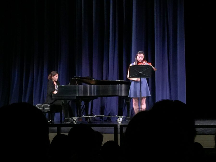 Siobhan+Ang+and+Anna+Khaydarova%2C+seniors%2C+played+%22Barber+Violin+Concerto+Op+14%22+by+Samuel+Barber.+%28Sophia+Wolczko%29