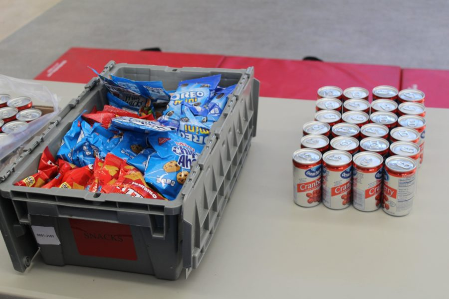 Donors eat snacks after donating blood to keep themselves hydrated.