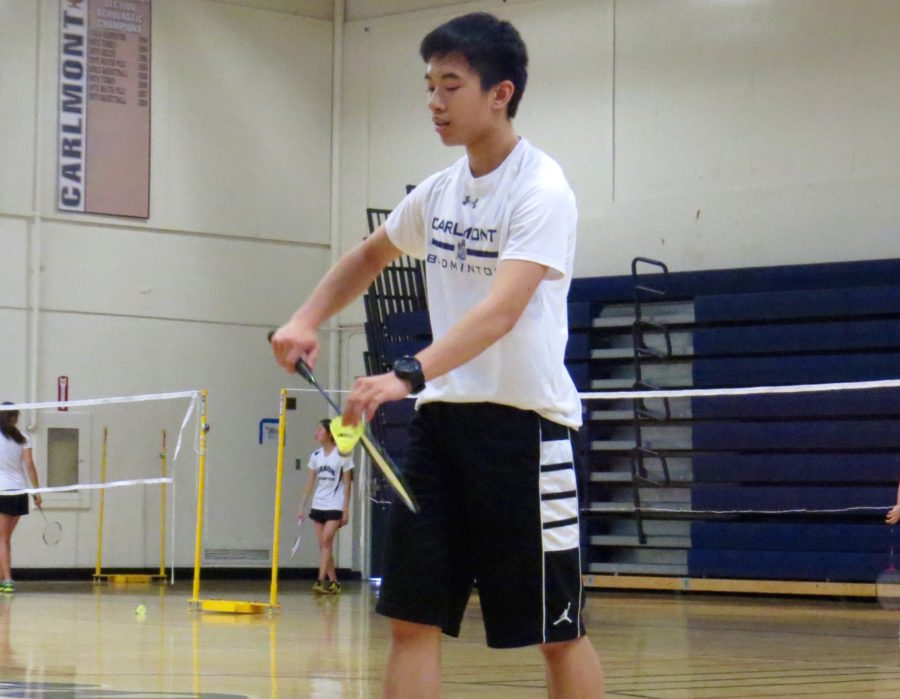 Sophomore+Alexander+Wang+serves+to+his+opponent.+