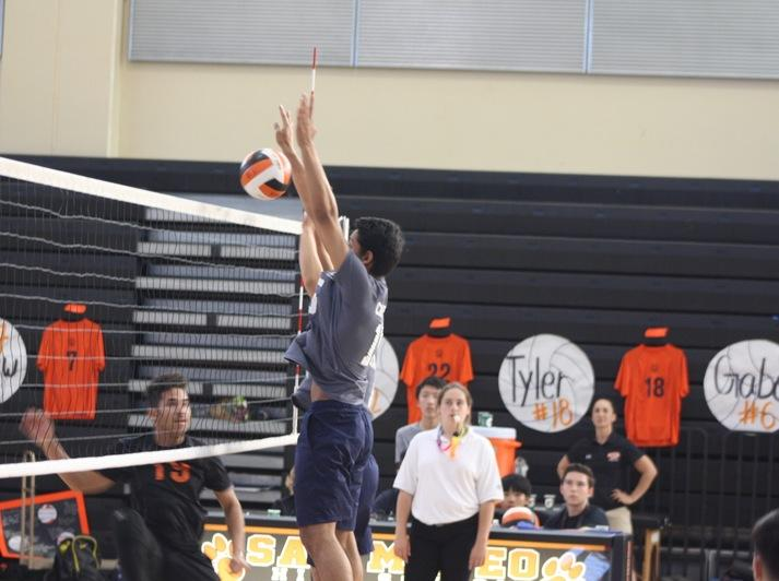Haider+blocks+the+ball+against+the+Bearcats.+