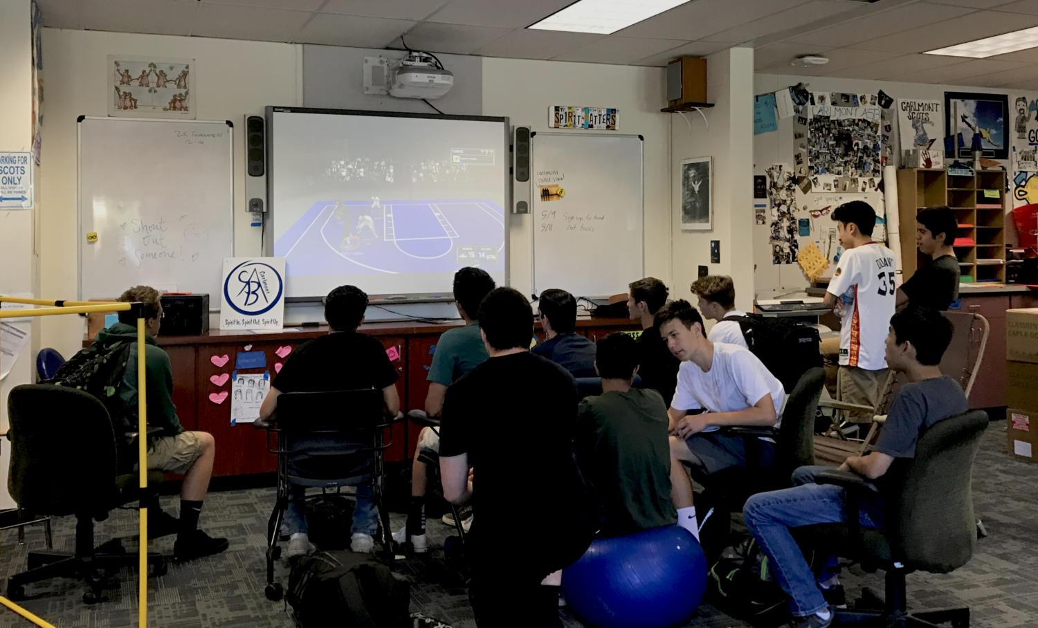 Student competitors and observers gather in the ASB room to watch a NBA 2k17 match.