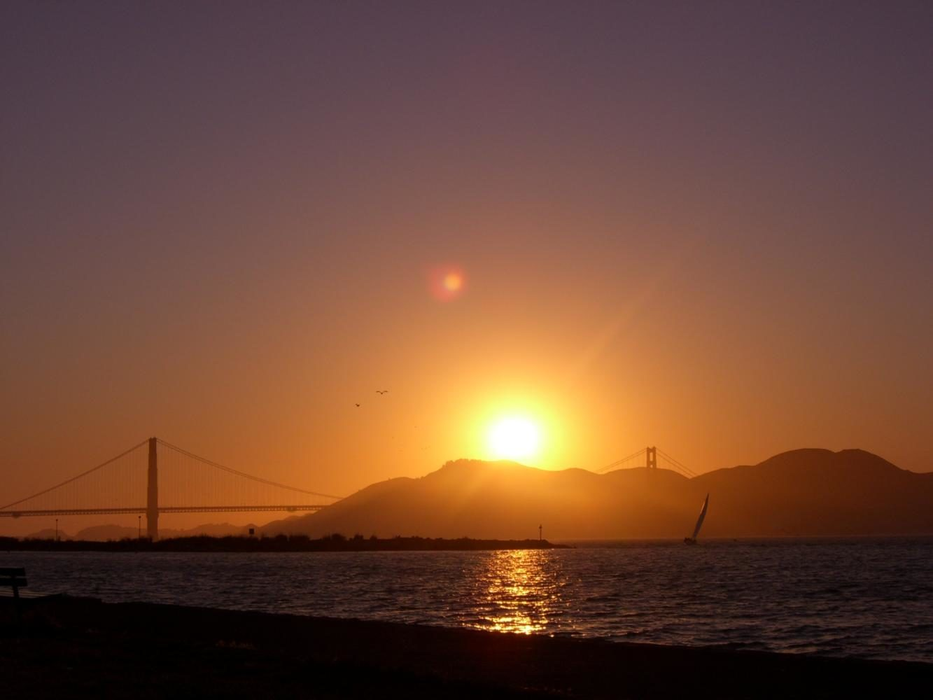 As+the+Bay+Area+experienced+extreme+heat%2C+many+San+Francisco+residents+were+treated+to+fiery%2C+red+sunsets+that+occurred+as+a+result+of+the+heat.