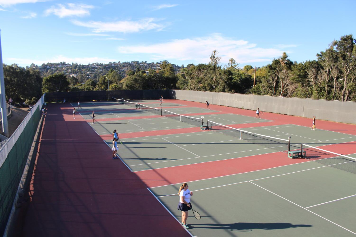 Doubles+and+singles+matches+are+held+simultaneously+on+the+Carlmont+tennis+courts.