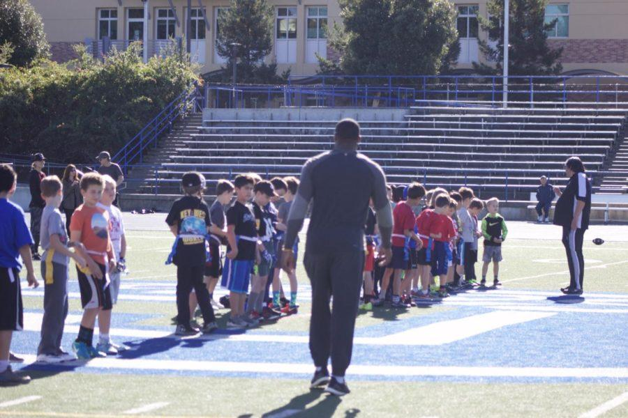 Players+gather+at+Carlmont+High+School%27s+field+for+a+flag+fooball+clinic%2C+with+special+guest+NFL+tight+end+Kevin+Greene.