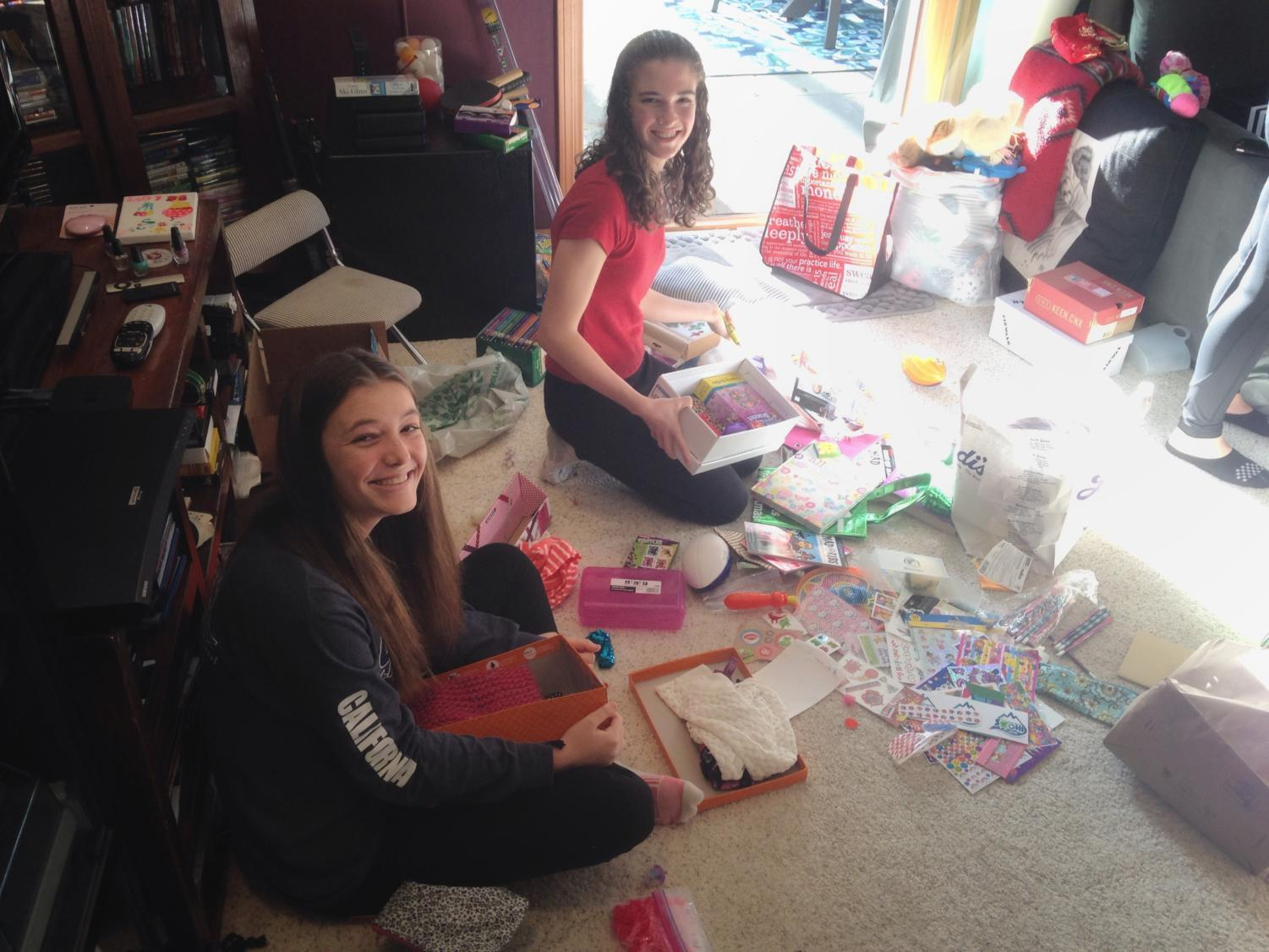 Tayler+Meeks+and+Skylar+Peters+worked+together+to+fill+shoeboxes+with+toys+and+gifts.