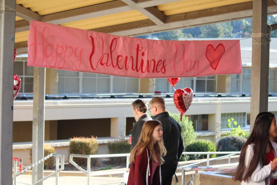A+huge+sign+wishes+all+of+Carlmont+a+happy+Valentine%27s+Day.+