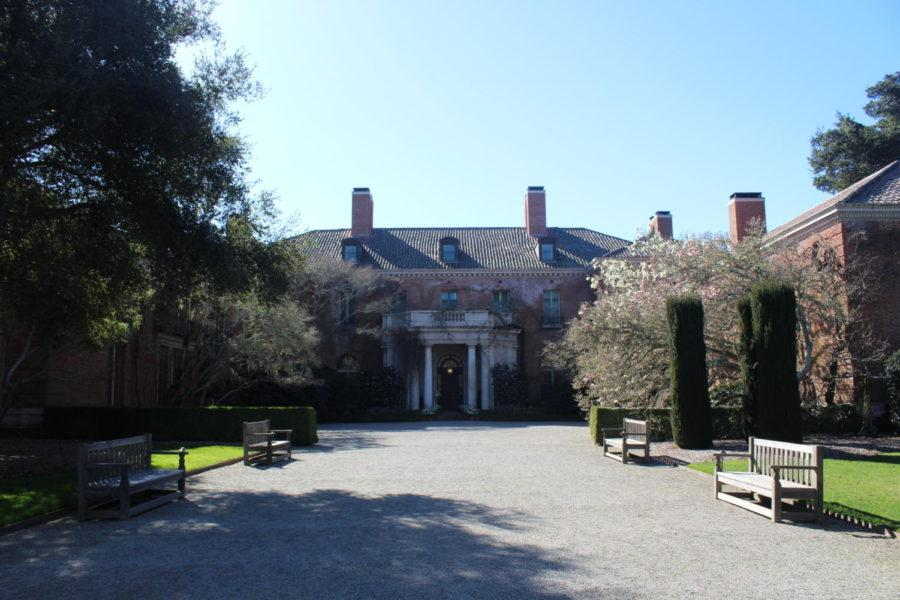 The+front+of+the+Filoli+house+is+set+in+the+middle+of+the+estate.