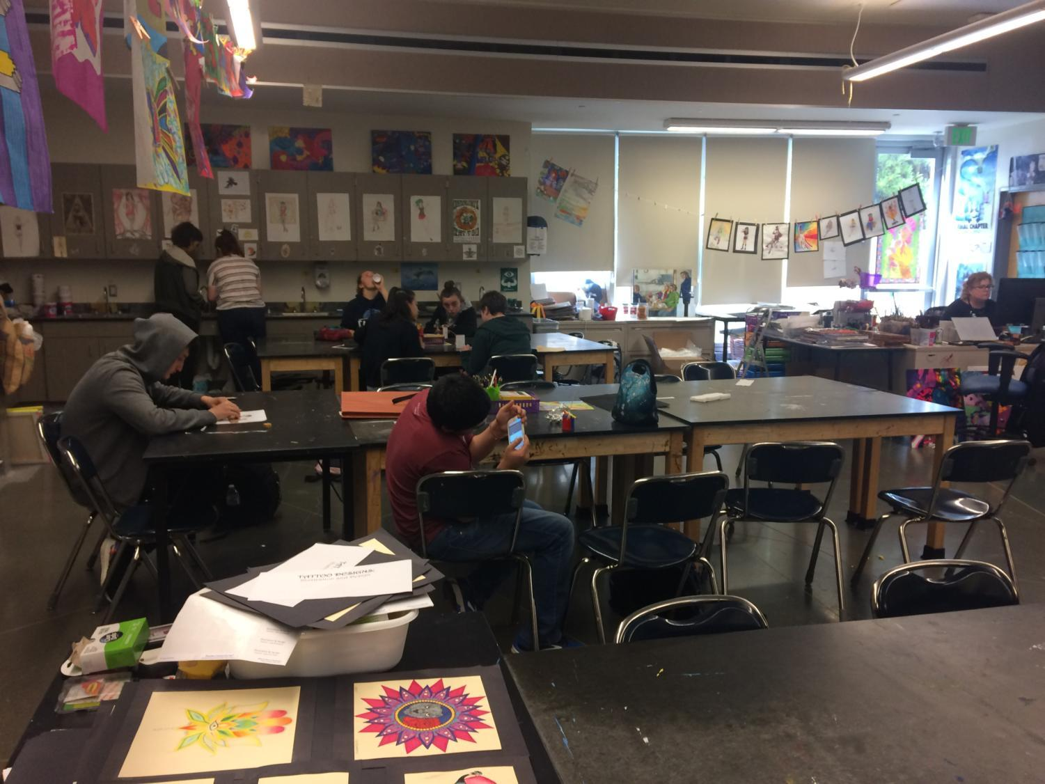 Students+express+their+artistic+ideas+in+Art+Club.