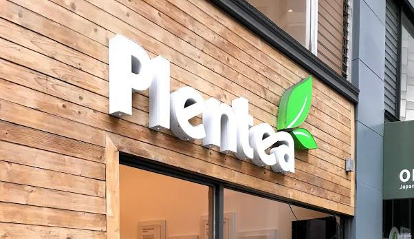 Plentea%27s+storefront+in+San+Francisco+on+the+corner+of+Pine+and+Kearny+in+the+Financial+District.+