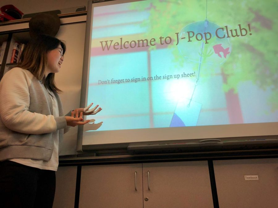 Japanese+Pop+Club+President+Nina+Chung+gives+club+members+a+presentation+on+different+aspects+of+Japanese+culture.