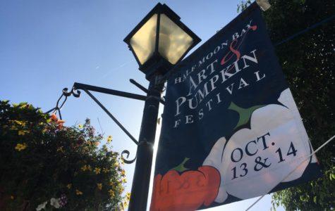 A Half Moon Bay Art & Pumpkin Festival banner advertises the celebration.