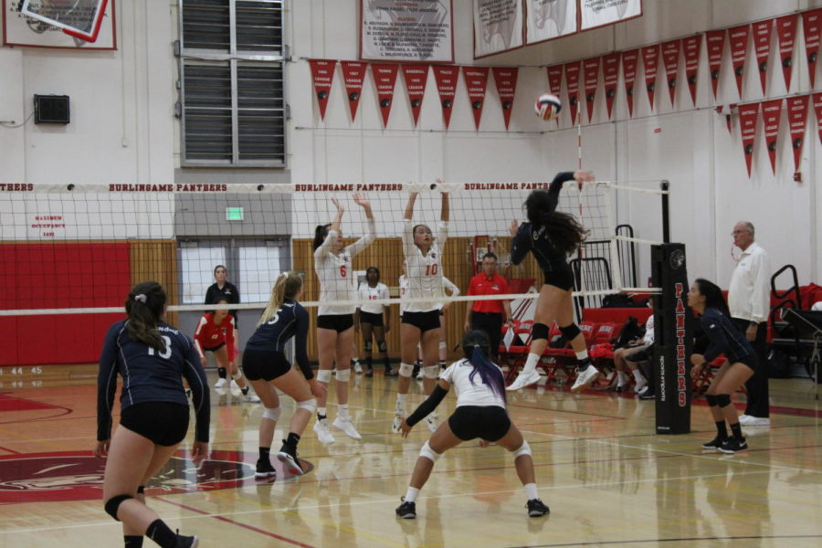 Hannah+Wu%2C+a+sophomore%2C+hits+the+ball+over+the+block+in+the+second+set.