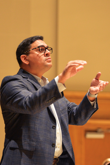 Director+of+the+women%27s+choir+and+Director+of+Choral+%26+Vocal+Studies+at+California+State+University+Angel+V%C3%A1zquez-Ramos+conducts+a+song.+