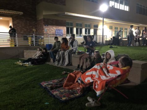 Movie night recharges juniors before stress of dead week