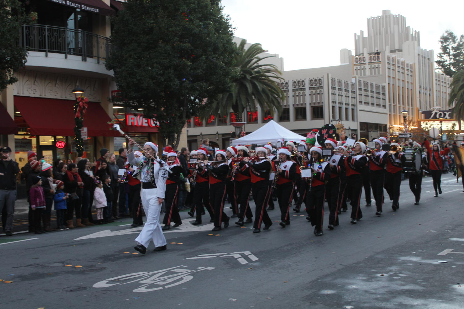 Woodside+High+School%27s+marching+band+strolls+through+the+parade%2C+playing+songs+as+they+go.