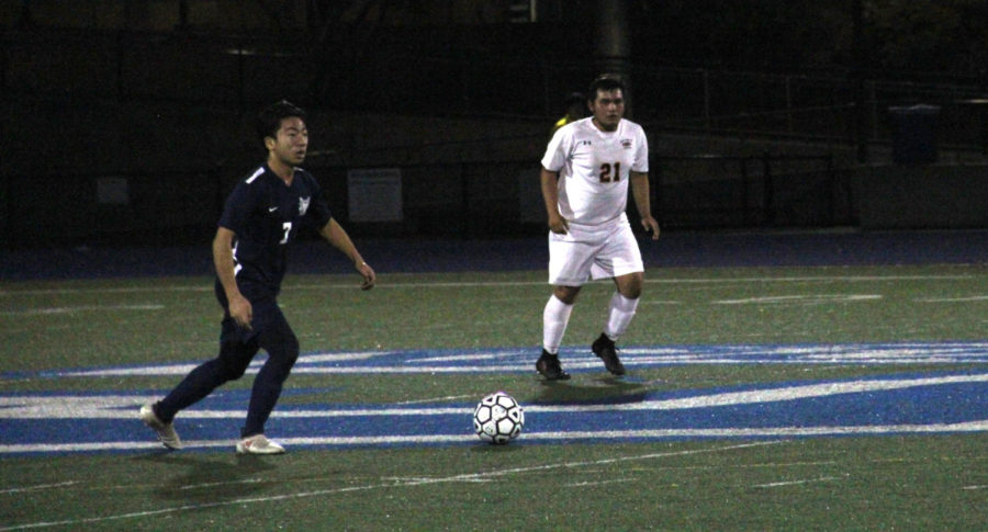 Sophomore Lance Liong looks upfield to make a pass.