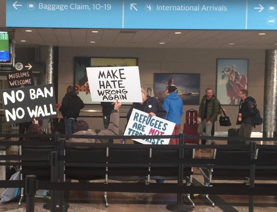 Peaceful+protestors+gather+in+the+Denver+Airport+to+protest+the+%22Muslim+Ban%22+on+March+6%2C+2017.