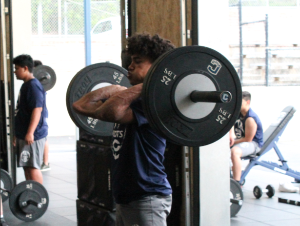 Jonaven+Kuhn%2C+a+junior%2C+works+on+overhead+squats.