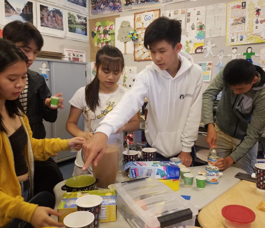 Club officers making milk tea for their first meeting on Aug. 24.