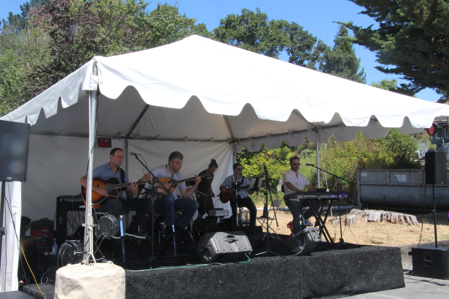 The+band+Mythos+performs+traditional+Greek+music+during+the+festival.