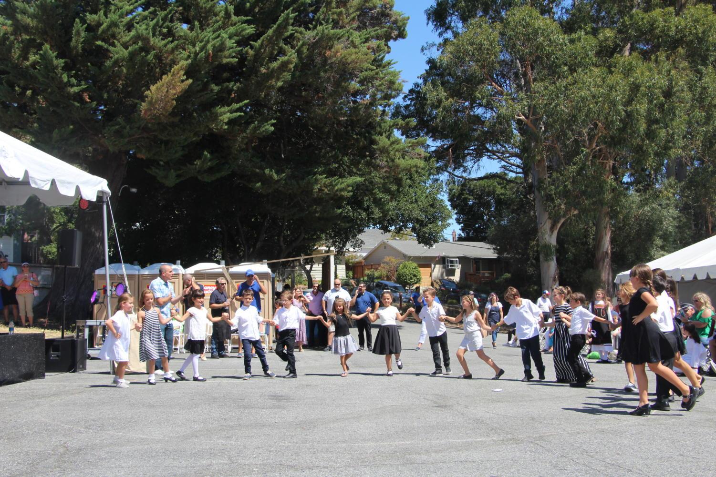 The+youngest+children+perform+Greek+dances+after+the+older+children.