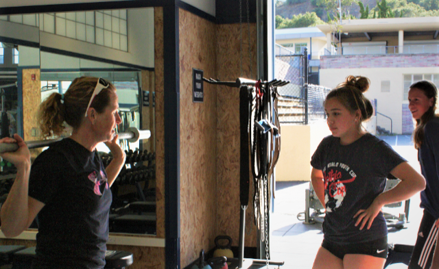 Jamie+Trierweiler+shows+the+soccer+girls+how+to+safely+squat+the+bar.+
