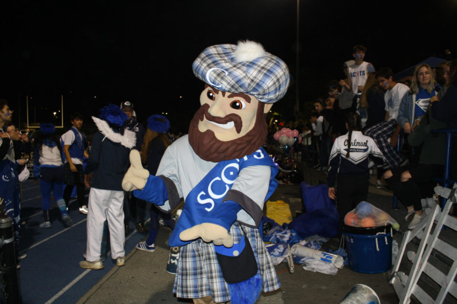Carlmont%27s+mascot%2C+Monty%2C+helps+energize+students+at+the+tailgate+and+game.+