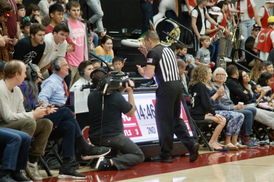 On+Dec.+1+referee%2C+Larry+Scirotto%2C+alerts+the+sideline+of+a+reversed+call+during+a+Stanford+vs.+UNC+Wilmington+game.++The+sideline+reports+the+official+ruling+to+the+league.