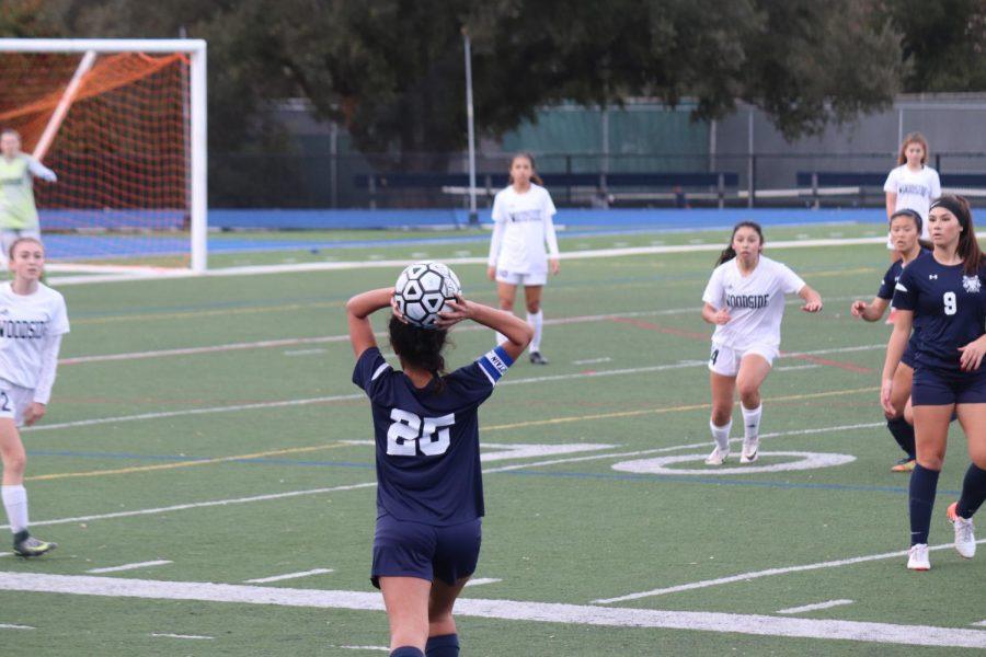 Soni+Kanaya%2C+a+senior%2C+throws+the+ball+to+her+teammates.