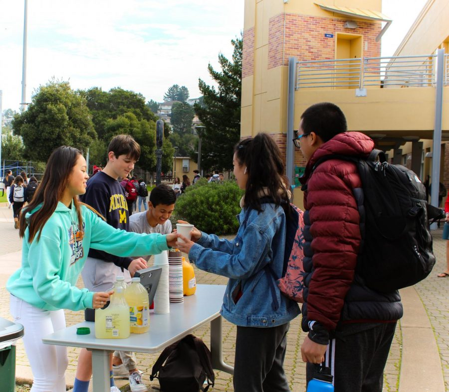Members of ASB pour lemonade, orange juice, and fruit punch for students participating in waste-free week.